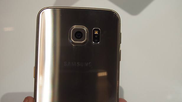 Samsung-Galaxy-S6-hands-on-back
